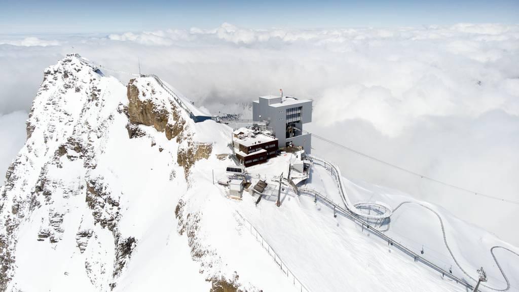 Skifahrer stürzt hundert Meter in die Tiefe und stirbt