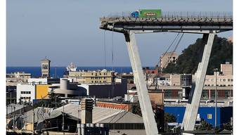 Nach dem Einsturz der Morandi-Brücke in Genua mit 43 Toten wird nun unter anderem gegen den Autobahnbetreiber ermittelt. (Archivbild)