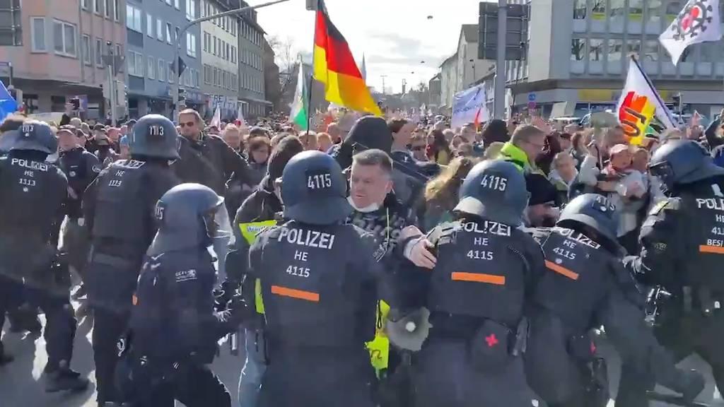 20'000 bei Corona-Demo in Kassel (D): Scharmützel mit der Polizei