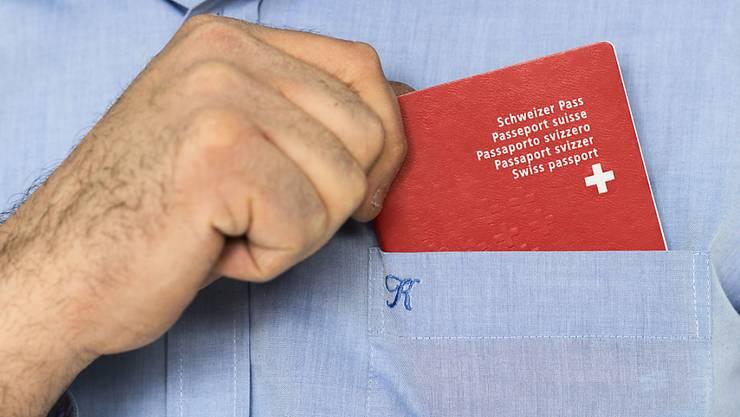 Die Diskussion um die erleichterte Einbürgerung für Ausländerinnen und Ausländer wird am 12. Februar entschieden. (Symbolbild)