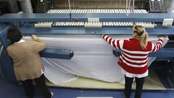 Es geht aufwärts: Arbeit in der Grosswäscherei