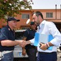 Der italienische Innenminister Matteo Salvini (Mitte) trifft zur Schliessung des Flüchtlingslagers in Mineo auf Sizilien ein.