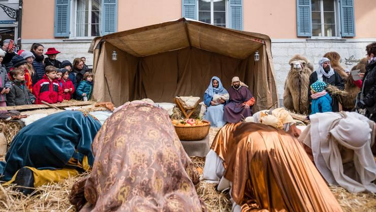 «Ja, wo sind wir denn eigentlich angelangt in der Schweiz? Weihnachten ist das Fest der Liebe, der Geburt Jesu Christi. Weihnachten ist ein christliches Fest und die Schweiz ein christliches Land. Was gewinnen wir, wenn wir unsere eigene Kultur verleugnen, nur um uns bei anderen anzubiedern?», Nationalrat SVP, Walter Wobmann