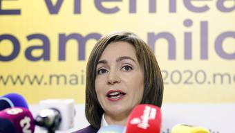 Maia Sandu, ehemalige Ministerpräsidentin der Republik Moldau, spricht bei einer Pressekonferenz in ihrem Wahlkampfhauptquartier. Foto: Roveliu Buga/AP/dpa