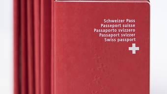 Die Regierungen der beiden Kantone haben vereinbart, dass Kantonsbürger sich ab 1. Juli auch im Nachbarkanton einen Pass ausstellen lassen können. (Symbolbild)