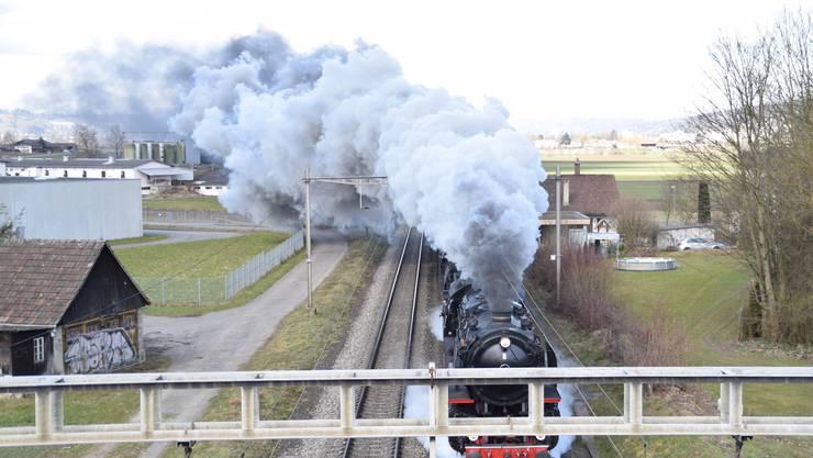 In Wohlen wurde ein aus München kommender Dampfzug mit einem gekoppelt, der in Lyss gestartet war.