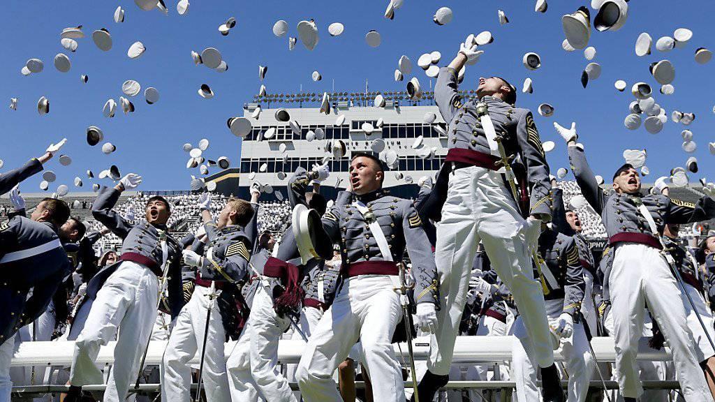 Die Zeremonie zum Abschluss der Ausbildung in West Point ist wohl weniger gefährlich als die Kissenschlacht der Erstklässler (Archiv)