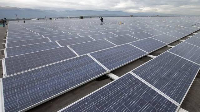 Der Strom der neuen Photovoltaik-Anlage wird ins öffentliche Netz eingespiesen