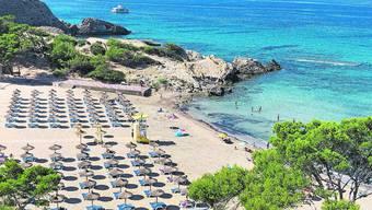 Kein Getümmel, der Strand ungewohnt leer: Das mallorquinische Peguera im Coronajahr.