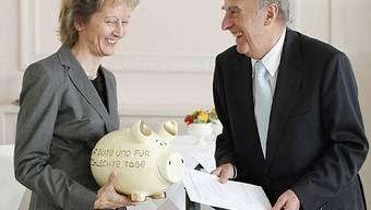 Ein Sparschwein für Eveline Widmer-Schlumpf