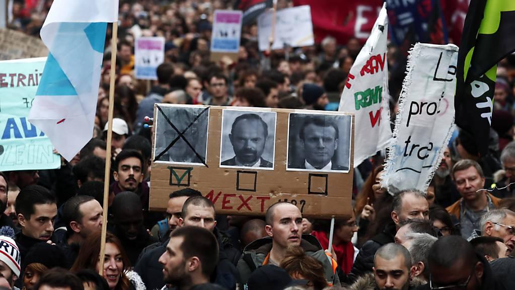 Präsident Macron zeigt angesichts der anhaltenden Proteste Kompromissbereit für eine Nachbesserung bei der Rentenreform.