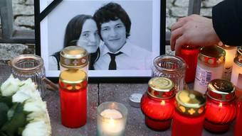 Ein Jahr nach dem Mord am Investigativjournalisten Jan Kuciak und seiner Verlobten Martina Kusnirova (im Bild Foto der beiden) hat die Slowakei eine eigene Behörde geschaffen, die sogenannte Whistleblower schützen soll. (Archivbild)
