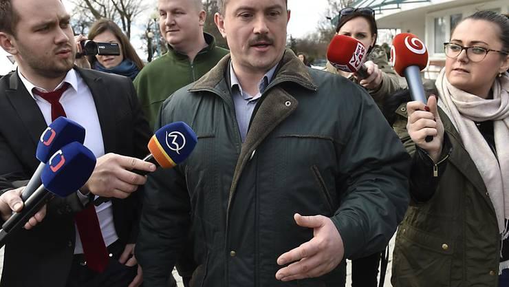 Nach dem Wahlerfolg der rechtsextremen Partei LSNS von Marian Kotleba (im Bild) gingen am Montagabend in der Slowakei tausende Menschen auf die Strasse. (Archivbild)