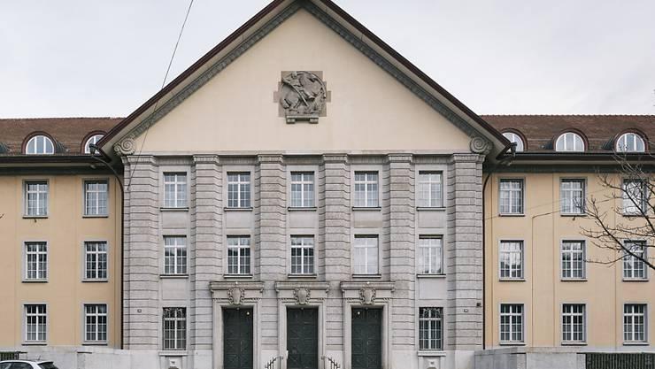 Urteil im Türsteher-Prozess: Der 36-jährige Beschuldigte hatte im Frühling 2015 einen langjährigen Kontrahenten erschossen. (Symbolbild)