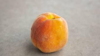 Bitte reinbeissen: Kaum eine Frucht hat eine solch weiche Schale. Das ist bei Schweizer Pfirsichen nicht anders.