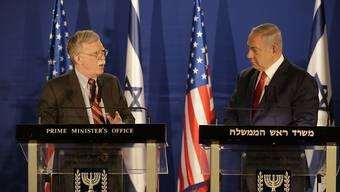 US-Sicherheitsberater Bolton (l) sagte nach einem Treffen mit dem israelischen Regierungschef Netanjahu, an der US-Unterstützung für Israels Recht auf Selbstverteidigung könne kein Zweifel bestehen.