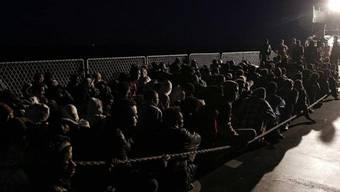 Flüchtlinge bei einer Rettunksaktion von Italiens Marine (Archiv)