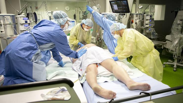 46 Betten gibt es auf der Intensivstation des Unispitals Basel. 20 sind derzeit von Covid-Patienten belegt.