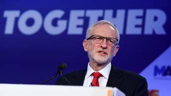 epa07380925 British Labour Party leader Jeremy Corbyn speaks at the EEF's National Manufacturing Conference in London, Britain, 19 February 2019. Corbyn said he regrets that seven MPs 'no longer want to be part of the Labour party'. EPA/ANDY RAIN