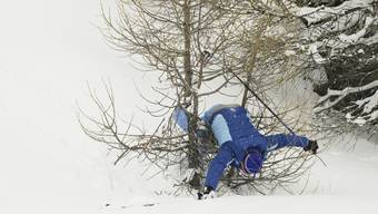 Skifahrer F. M. fällt unglücklich auf die Hand. Seine Stellensuche wird sich verzögern.