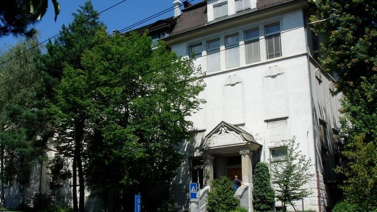 Bald eine Pavillon-Lösung? Institut für Medizinische Mikrobiologie in Zürich. zvg