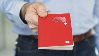 Die Einbürgerung wird für Ausländerinnen und Ausländer der dritten Generation künftig einfacher. Die Stimmberechtigten haben der Vorlage mit einem Ja-Stimmenanteil von 60,4 Prozent zugestimmt. (Symbolbild)