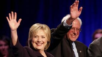 Hillary Clinton und Bernie Sanders: Kämpfen sie bald gemeinsam gegen denRepublikaner Donald Trump?Chris Keane/Reuters
