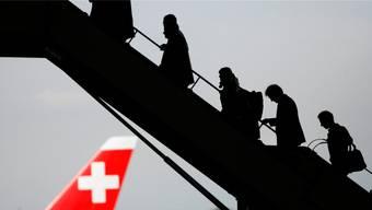 Nicht alle, die im Flugzeug sitzen, sind auch freiwillig eingestiegen.