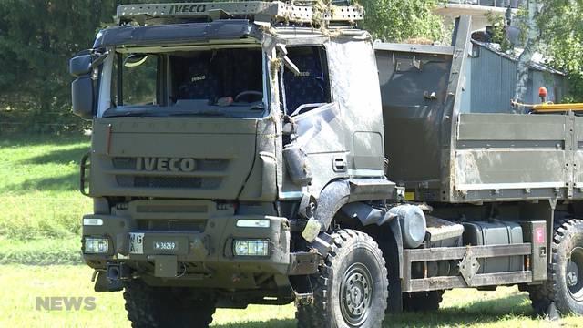 19 Verletzte nach Überschlag-Unfall eines Militär-LKWs