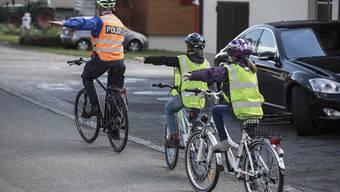 Die Polizisten bereiten die Schüler aus 107 Gemeinden auf die Prüfung vor.