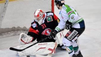 Oltens Cyrill Aeschlimann scheitert an Lausanne-Goalie Gian-Luca Mona