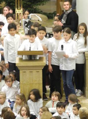 Nebst den Liedern erzählten die Kinder auch eine Weihnachtsgeschichte.