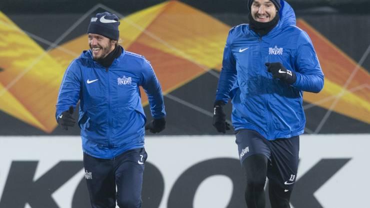 Trotz Temperaturen um den Gefrierpunkt ist die Stimmung bei Adrian Winter (links) und Alain Nef gelassen
