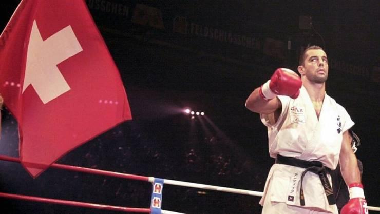 Andy Hug Anfang Juni 2000 nach seiner erfolgreichen Titelverteidigung in Zürich gegen den Kroaten Mirko Filipovic
