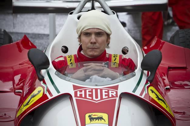 Brühl im Ferrari-Cockpit.