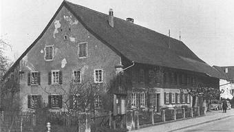 Das Bossarthaus gilt als vornehmes Oberschicht-Bauernhaus aus dem Jahr 1801. Erbaut wurde es vom Sigristen Friedrich Rauber. Die Abbildung ist dem Buch «Geschichte von Windisch» von Max Baumann aus dem Jahr 1983 entnommen.