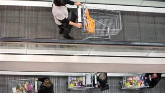 Einkaufen auf der Hochpreisinsel: Die Waren im Detailhandel bleiben teuer.