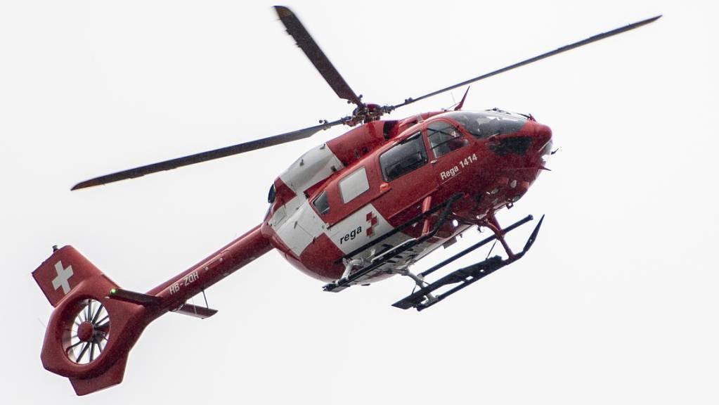 Die Schwerverletzte wurde durch die Rega ins Spital gebracht. (Archivaufnahme)