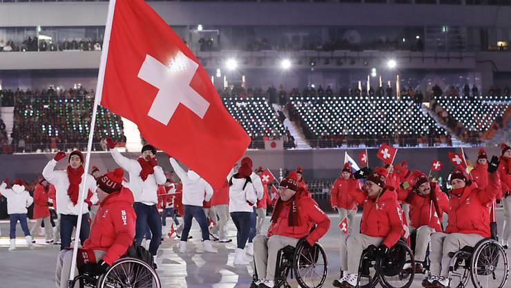 Der Schweizer Fahnenträger Felix Wagner zeigte Emotionen an der Paralympics-Eröffnungsfeier