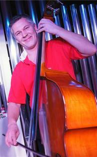 Philipp Mettler am Bass.