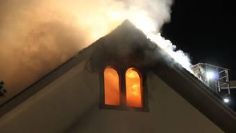 Brand in Mehrfamilienhaus in Zufikon