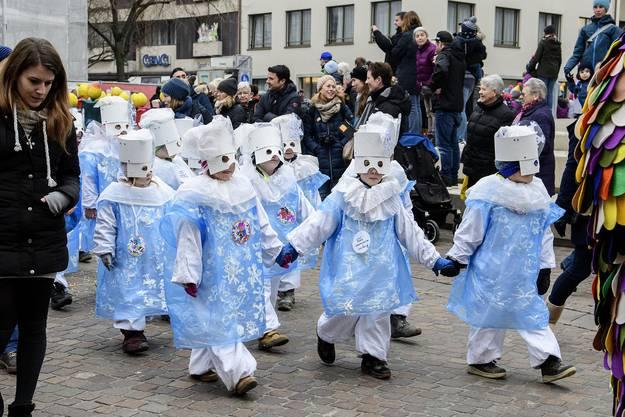 Passend zum Wetter tanzten kleine Schneeflocken durch die Strassen.