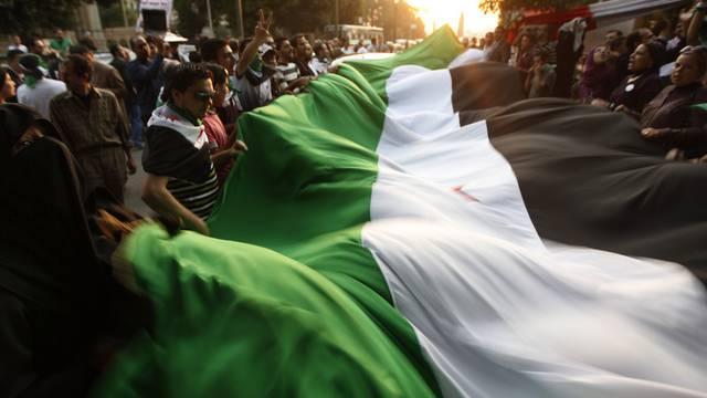 Demonstranten vor dem Hauptsitz der Arabischen Liga in Kairo