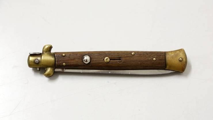 Der Kauf und Import eines Springmessers mit einer Klingenlänge von 8,5 Zentimetern ist in der Schweiz ohne vorliegende Bewilligung verboten. (Symbolbild)
