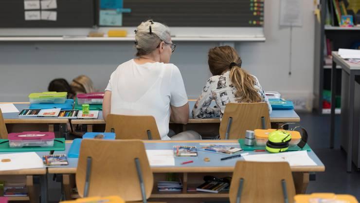 Für den Dachverband der Lehrerinnen und Lehrer ist die starke öffentliche Schule ein Grundpfeiler der Demokratie in der Schweiz. (Symbolbild)