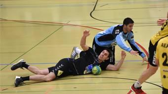 RTV-Spieler Florian Goepfert liegt am Boden. Genau so wie der ganze Verein nach der Niederlage gegen Gossau und dem damit verbundenen Abstieg.