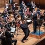 Auf die gerissene Saite reagierte er souverän: Geiger Marc Bouchkov mit dem Argovia Philharmonic im KKL Luzern.