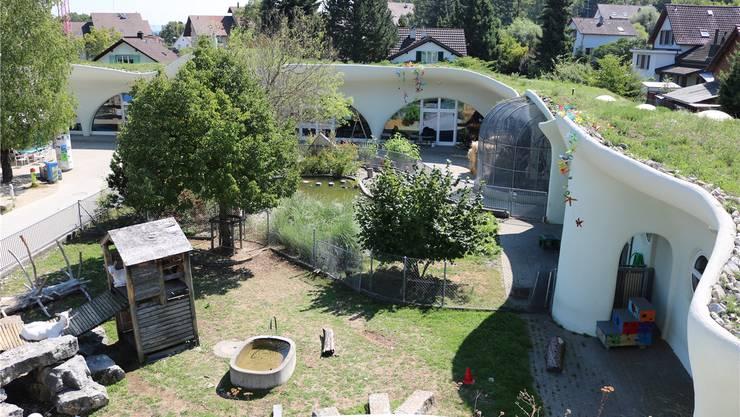 Die von Architekt Peter Vetsch entworfenen Erdhäuser auf der Freizeitanlage Chrüzacher und an der Lättenstrasse.