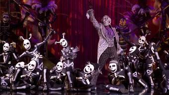Der Tanz der Skelette im bald auch in der Schweiz laufenden Programm «Kooza» des Cirque du Soleil. Skurrile, liebenswerte und angsteinflössende Figuren wechseln sich ab. OSA Images