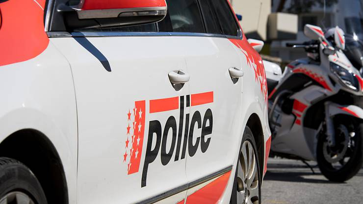 Ein 34-jähriger Franzose ist vom Bezirksgericht Brig wegen fahrlässiger Tötung zu einer Freiheitsstrafe von fünfeinhalb Jahren verurteilt worden. Der Mann hatte bei einem Selbstversuch einen 36-jährigen Autofahrer getötet. (Archivbild)